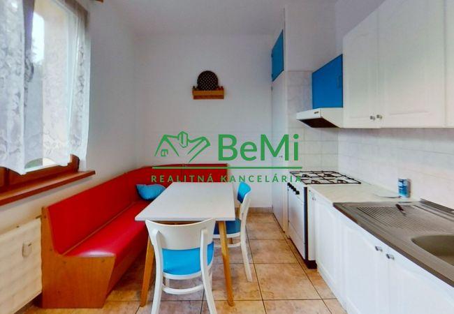 Reality BeMi Vám ponúka na prenájom 3-izbový byt s balkónom na Sabinovskej ulici v Prešove.032-213-RAS