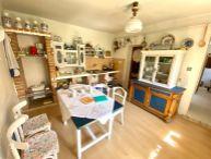 Nová cena! Na predaj 4.-izb. vidiecky domček s pozemkom o rozlohe 915m2, obec Ostrov pri PN