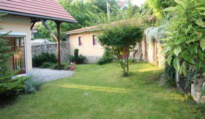 PRENÁJOM -  Rodinný dom pod Devínskou Kobylou, 5 izieb, garáž,rekreačná záhrada