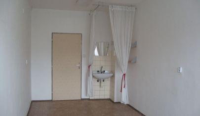 LEN: 140.-€/ mesiac! Ponúkame na prenájom kancelárie/ viacúčelové miestnosti 18m2 + parkovacie miesta, Bulharská ul., BA II., Trnávka.