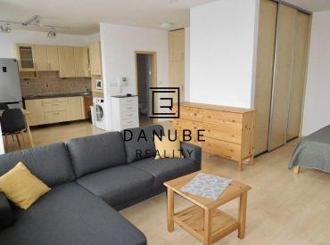 Prenájom 1 izbový kompletne zariadený byt v objekte Koloseo, Tomášikova ulica, Nové Mesto, Bratislava.