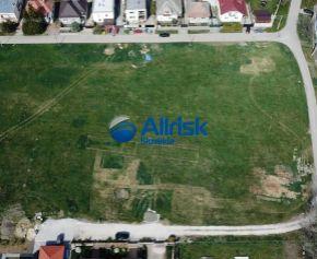 4 árový pozemok so stavebným povolením a projektom na RD