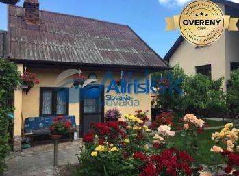 Útulný rodinný dom s romantickou záhradou a letnou kuchyňou v Okoči