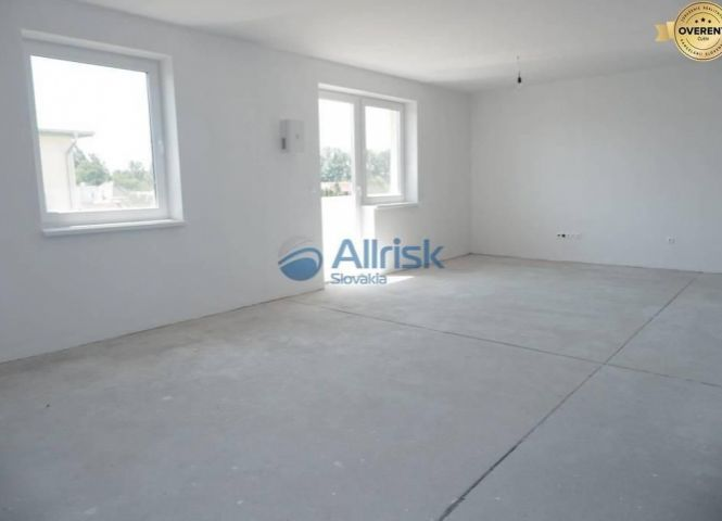 5 a viac izbový byt - Trstice - Fotografia 1