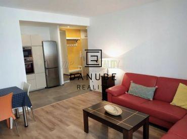 Prenájom kompletne zrekonštruovaný, novo zariadený  3-izbový byt  v Bratislave-Ružinove na Svätoplukovej uici.