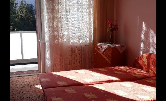 Ponúkame na PREDAJ 2-izbový byt (66m2) v Nových Zámkoch.