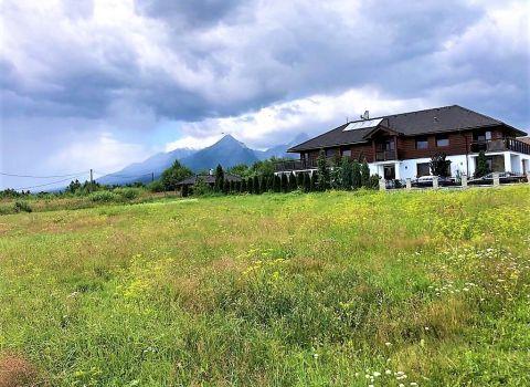 REZERVOVANÝ - Na predaj stavebný pozemok 950 m2  so stavebným povolením vo Veľkej Lomnici s výhľadom na Lomnický štít