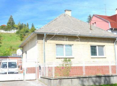 PREDAJ: 3 izbový rodinný dom s garážou, úžitková plocha 110m2, pozemok 1196m2,Stupava, Nová ulica