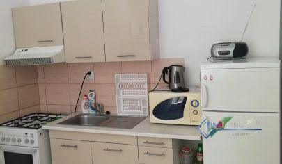 1 - izb. byt s loggiou v tichej lokalite