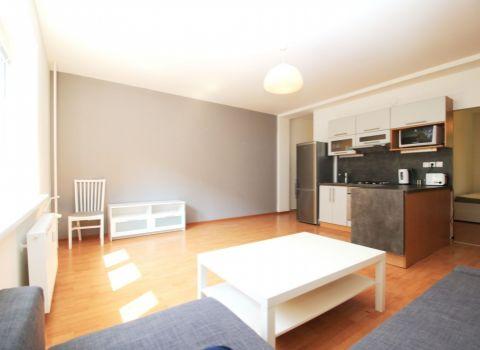 Na prenájom 2 izbový byt v historickom bytovom dome na Šancovej ulici