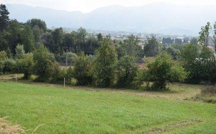 Mierne svahovitý pozemok v Turanoch o rozlohe 1322m