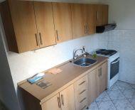 Predaj 3 izbového bytu s balkónom v priamom centre mesta Lučenec