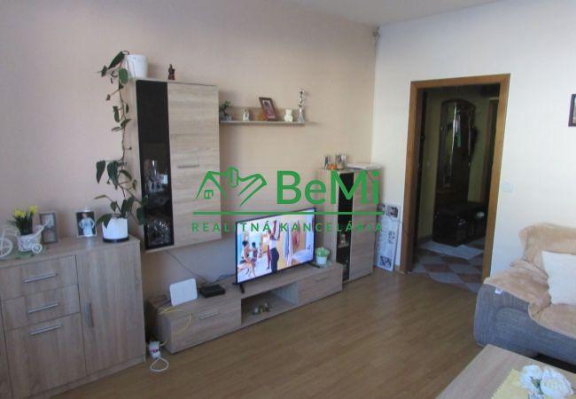 REZERVOVANÉ !! Predáme 2 izbový zrekonštruovaný byt - Nová Baňa (930-112-AFI)