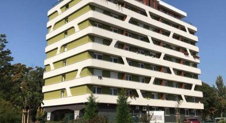 Prenájom - čiastočne zariadený 3 izbový veľký byt, 3 balkóny, 2 kúpeľne, 5 poschodie, SOHO TOWER, Komárno