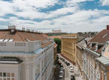 Na predaj nový nadštandardný 1 izb. v centre Bratislavy pri Prezidentskom paláci.