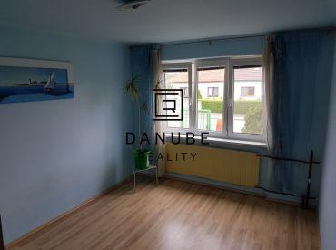Predaj 3-izbový byt v tehlovom dome v Chorvátskom Grobe, časť Čierna voda.