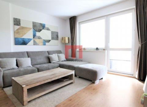 Na prenájom veľkorysý 2 izbový byt s veľkometrážnym balkónom na Haburskej ulici