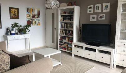 Slnečný 4 izbový byt s krásnym výhľadom po kompletnej rekonštrukciiv Karlovej Vsi.