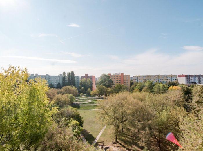 ESTÓNSKA, 4-i byt, 88 m2 - PRI PARKU A MALOM DUNAJI, pokoj a ticho, ÚŽASNÉ VÝHĽADY na obe strany.