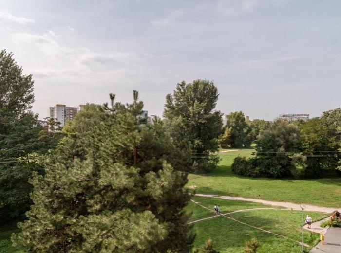 OSUSKÉHO, 3-i byt, 87 m2 - ZREKONŠTRUOVANÝ BYTOVÝ DOM, cyklotrasa, VÝBORNÉ SPOJENIE MHD, dve loggie