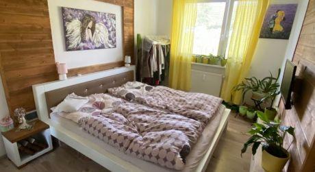 Na predaj kompletne zariadený 3-izbový byt v obci Veľké Rovné