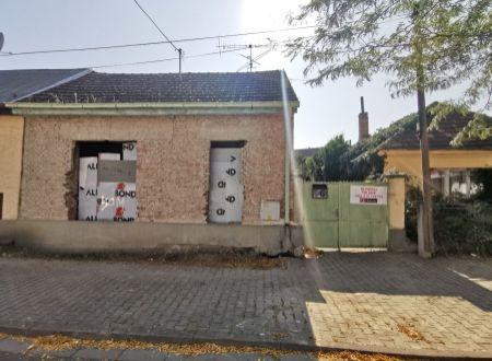 Starý rodinný dom v pôvodnom stave, Piešťany- Díčova ul.
