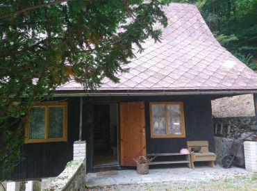 Celoročne obývateľná  chalupa pod lesom v obci Horná Maríková.