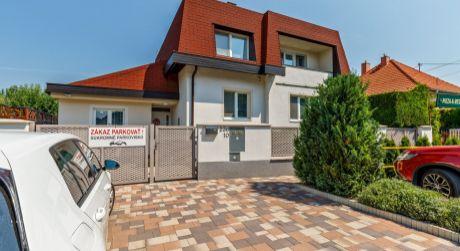 PREDAJ -  Exkluzívny- zariadený 2 generačný rodinný dom zo zimnou záhradou..