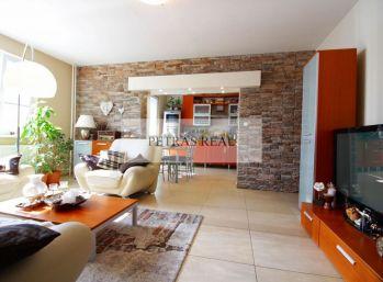 Predaj exkluzívny zrekonštr. 3,5 izb bytu v Nitre s výhľadmi na mesto, klímou a loggiou