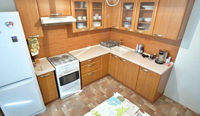 Na predaj ticho orientovaný 3 izbový byt vo výbornej lokalite.