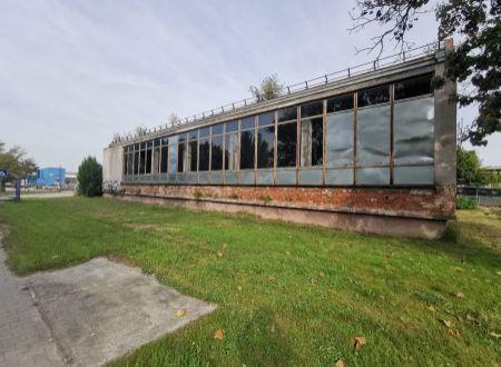 Prevádzková hala (bývalá závodná jedáleň) s pozemkami výmery 3079 m2, Malacky- Továrenská ul.