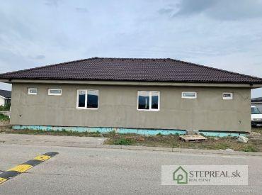 2.izbový dom s pozemkom v Slovenskom Grobe-Malom Raji