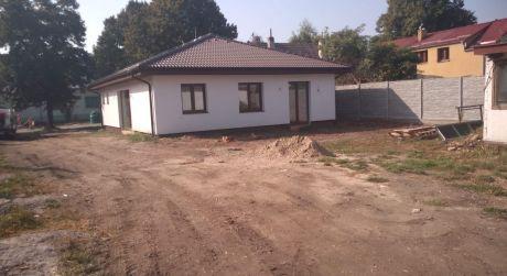 Kuchárek real: Novostavba bungalovu v jedinečnej lokalite v blízkosti kaštiela.