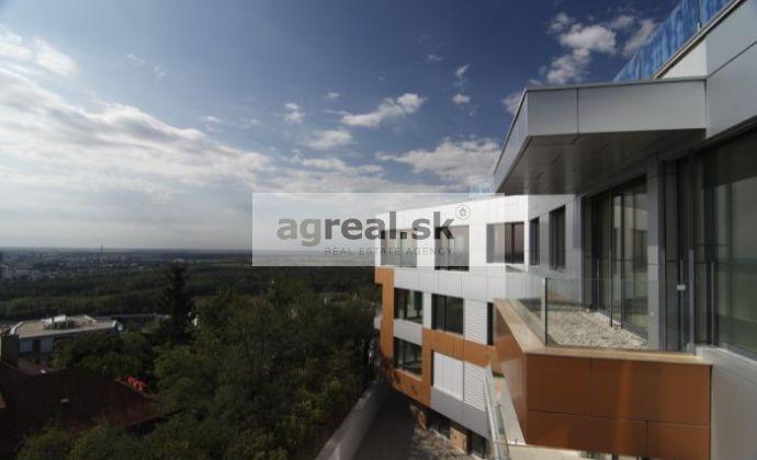 4-izbový čiastočne zariadený luxusný byt 177 m² Radvanská ulica s 2-garážou