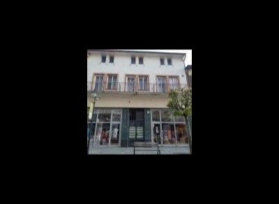 REZERVOVANÉ  Ponúkame na predaj historickú polyfunkčnú budovu v centre Trenčianskych Teplíc.
