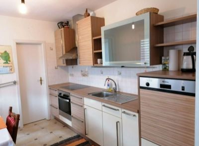 Ponúkame na predaj veľkometrážny  3 izbový byt v Trenčianskych Tepliciach.