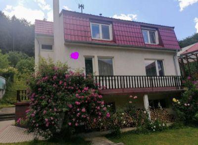 Ponúkame na predaj rodinný dom v Trenčianskych Tepliciach.