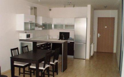 Ponúkame na prenájom zariadený 3 izbový byt s parkovacím miestom na Bajkalskej ulici v novostavbe III.Veže.