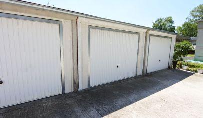 Exkluzívne APEX reality betónová garáž na Bezručovej ul, uzavretý súkromný pozemok, 18 m2