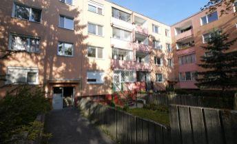 4-izbový byt na 1.poschodí bytovky na Lysákovej ulici - Dúbravka, možnosť kúpy garáže