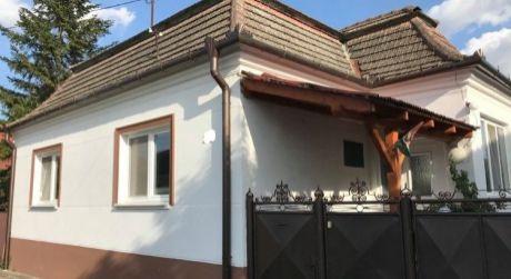 EXKLUZÍVNY PREDAJ - Kompletne prerobený 4 izbový rodinný dom na Harcsovej ul. v Kolárove