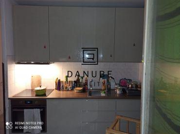 Prenájom pekný 3-izbový byt v Bratislave-Dúbravke na Ožvoldíkovej ulici.