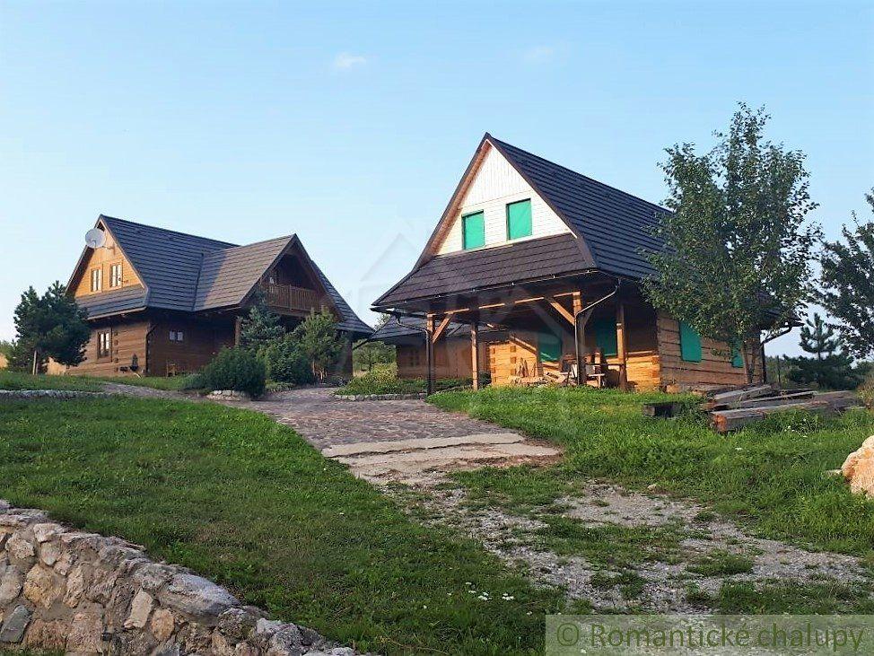 Rekreačné chaty na vyvýšenom mieste s krásnymi výhľadmi v obci Mojtín na predaj