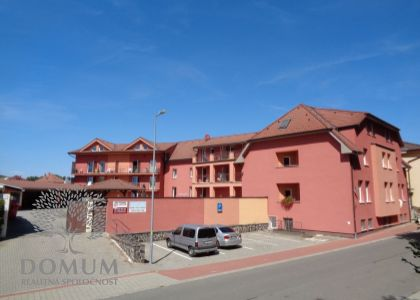 Ubytovacie zariadenie - Apartmánové byty Nové Mesto n/V, RED HOUSE