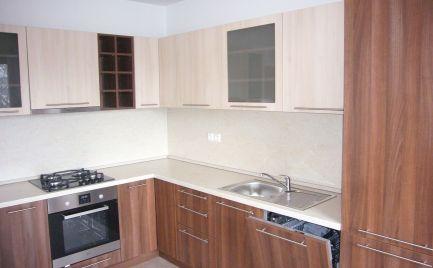 Ponúkame na prenájom nezariadený 3-izbový byt v Prievoze na Mierovej ulici vo vyhľadávanej lokalite Ružinova, 690,-Eur aj s energiami