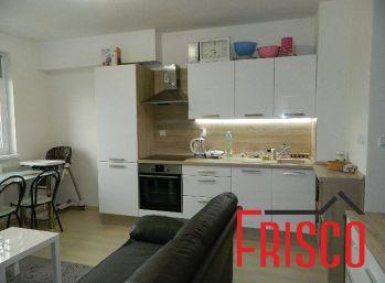 EXKLUZÍVNE predáme 3-izb. byt v novostavbe v Seredi s parkovacím miestom