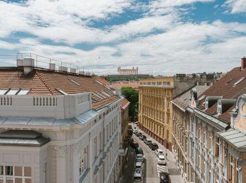 PROMINENT REAL predá nadštandardný 1izb.na Gunduličovej ulici v Bratislave.