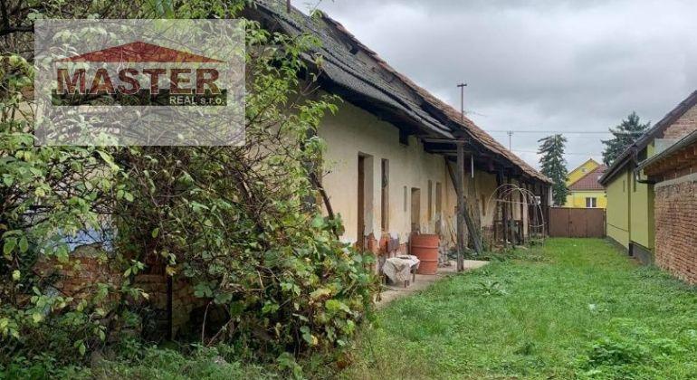 Na predaj starý rodinný dom v obci Rybany , pozemok 832m2