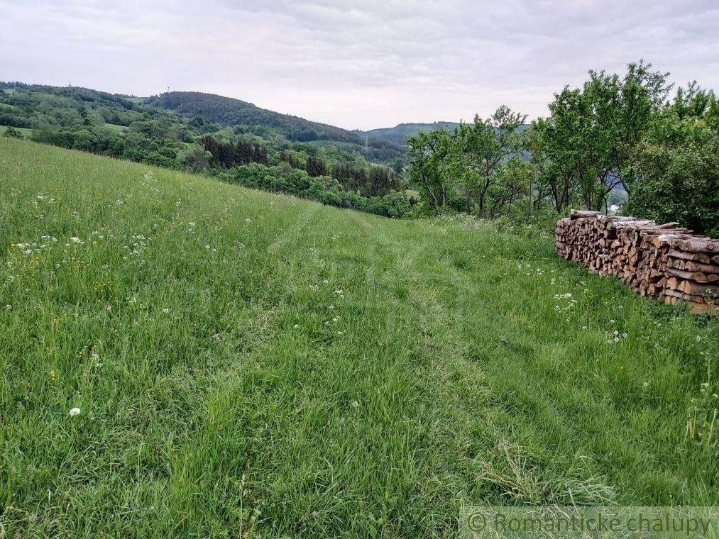 Väčší pozemok v prírodnom prostredí s výhľadom nad obcou Zubák na predaj