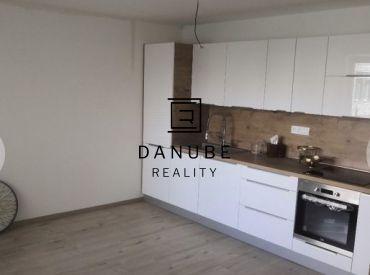 Predaj 1-izbový byt s loggiou a parkovacím státím v Bratislave-Vrakuni na Podunajskej ulici.